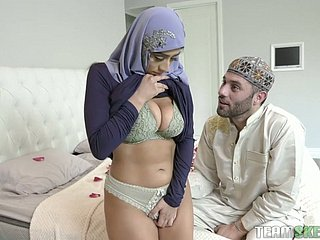 Staggering pretentiously bottomed hijab wifey Violet Myers loves some facesitting